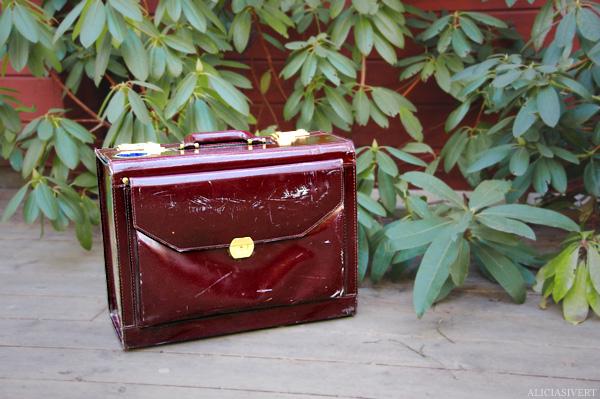 aliciasivert alicia sivertsson koffert väska bag luggage cabin trunk red brown leather röd brunt läder hand-me-down second hand begagnad begagnat andra hand