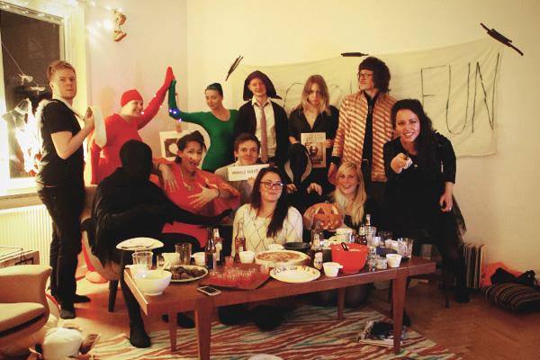 aliciasivert, alicia sivertsson, harry potter halloween party, fest, costume, maskerad, utklädd, utklädnad, fågel fenix, fawkes, avada kedavra, priori incantantem, expelliarmus, muggle, mugglare, slytherin student, slytherinelev, den gyllene kvicken, the golden snitch, dementor, dementorer, dementors, bellatrix lestrange, professor quirrell, sirius black, xenophilius lovegood
