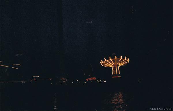 aliciasivert, alicia sivertsson, analog photography, djurgården, djurgarden, gröna lund, amusement park, carousel, slänggunga, tivoli, karusell, analog, analogt fotografi, engångskamera