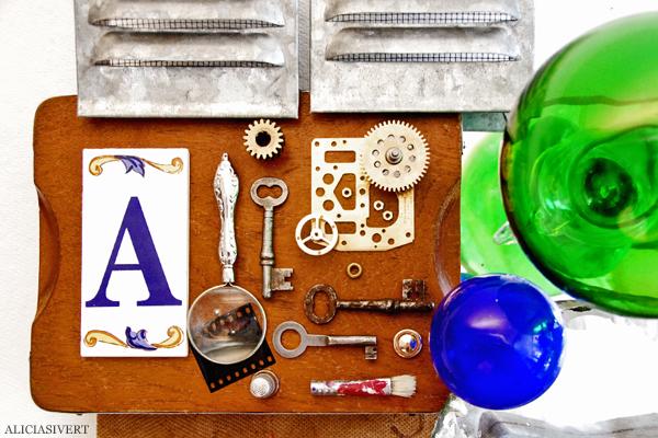 aliciasivert, alicia sivertsson, combine, collage, 3d-collage, remake, återbruk, skapande, skrot, handicraft, craft, art, konst, yarn, garn, häst, horse, glass, glas, ball, glaskula, metall, metal, wood, trä, kork, levande verkstad, A, förstoringsglas, magnifying glass, keys, nycklar, pencil, pensel, pen, thimble, fingerborg, kugghjul, cog wheel, mirror, spegel, film, negativ, fläkt, ventil