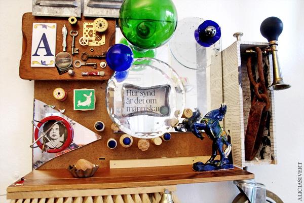 aliciasivert, alicia sivertsson, combine, collage, 3d-collage, remake, återbruk, skapande, skrot, handicraft, craft, art, konst, yarn, garn, häst, horse, glass, glas, ball, glaskula, metall, metal, wood, trä, kork, levande verkstad, A, förstoringsglas, magnifying glass, keys, nycklar, pencil, pensel, pen, thimble, fingerborg, kugghjul, cog wheel, mirror, spegel, film, negativ, fläkt, ventil, hjul, wheel, tuta, hur synd är det om människan?, mick jagger, anton corbijn, rabbit, bunny, hubert