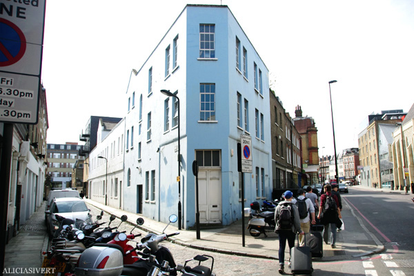 aliciasivert, alicia sivertsson, london, england, blue house, blått hus, kings cross road