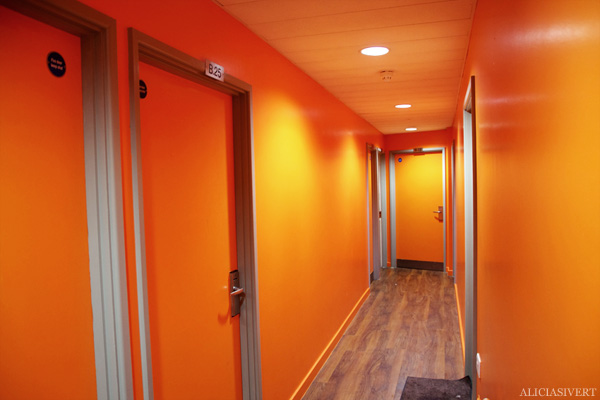 aliciasivert, alicia sivertsson, london, england, clink 78, orange corridor, hallway, korridor