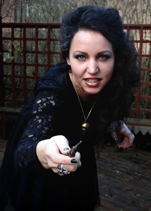 aliciasivert, alicia sivertsson, harry potter, halloween, bellatrix lestrange, witch, pendant, necklace, black hair, tattoo, azkaban, wand, lace, halsband, dödskalle, fågelskalle, masquerade, utklädnad, utklädd, tatuering, spets, häxa, trollkarl, smycke, halsband
