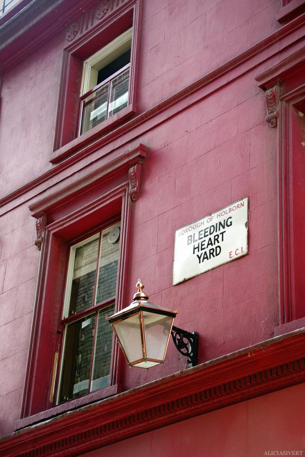 aliciasivert, alicia sivertsson, london med grabbarna, england, farringdon, bleeding heart road, oxblood red wall