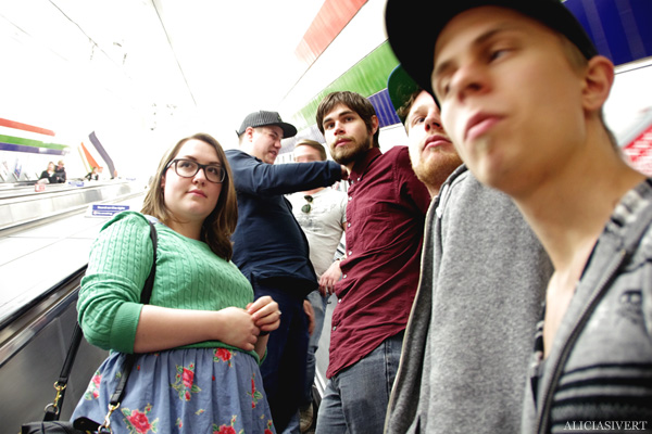 aliciasivert, alicia sivertsson, london med grabbarna, england, london underground, tunnelbana, tube, escalator, rulltrappa