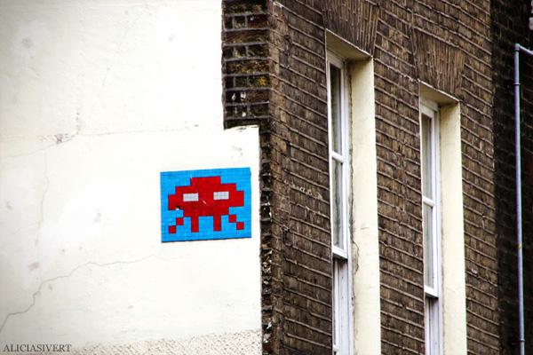 aliciasivert, alicia sivertsson, london med grabbarna, england, street art, house, wall, hus, vägg, husvägg