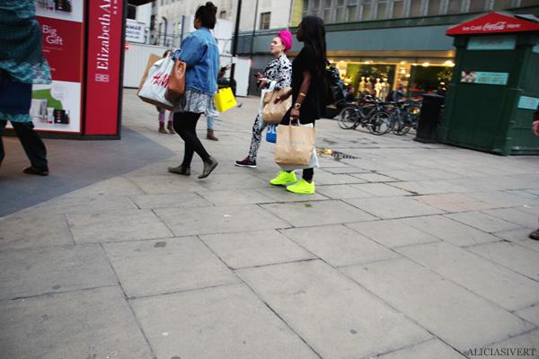 aliciasivert, alicia sivertsson, london med grabbarna, england, turban, neon shoes, skor