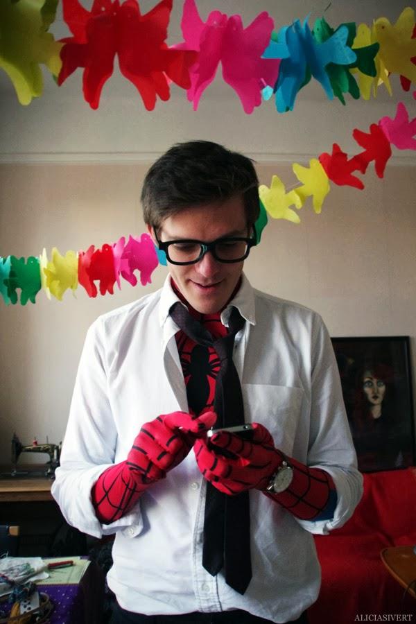 aliciasivert, alicia sivertsson, alicia sivert, spider-man, spindelmannen, superheroes, superhero, supervillains, supervillains, villain, marvel, comics, maskerad, utklädnad, dräkt, utklädd, personalfest, fest, masquerade, diy, do it yourself, hemgjord, egengjord, self made, home made, homemade, glasses, 3d-glasögon, bio, outfit, party, petter parker