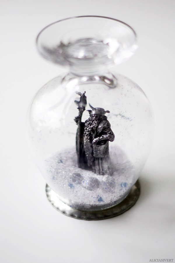 aliciasivert, alicia sivertsson, diy, remake, upcycle, återbruk, julklapp, do it yourself, snow globe, snowglobe, winter, christmas, holidays, snökula, snöglob, snölandskap, gör det själv, radagast, hobbit