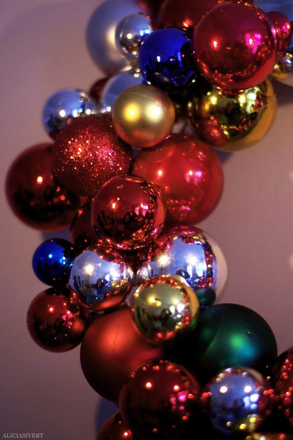 aliciasivert, alicia sivertsson, alicia sivert, julkulor, julkula, krans, julkrans, julgranskula, julgranskulor, kulkrans, diy, gör det själv, hemmabygge, skapa, limpistol, hobby, makeri, alster, jul, dekoration, christmas, x-mas, christmas ornament, wreath, garland, do it yourself, glue gun, home made
