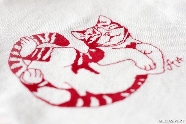 aliciasivert, alicia sivert, alicia sivertsson, saksamlarpåse, broderi, embroidery, needlework, textile, craft, hantverk, slöjd, sy, sömnad, börs, necessär, påse, hand made, diy, do it yourself, alster och makeri, cat, katt, teno,