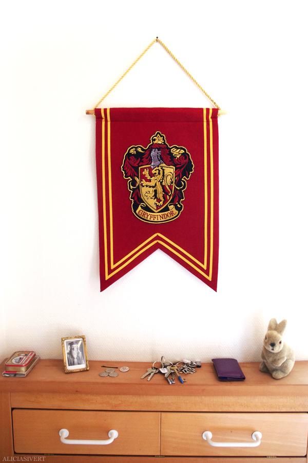 harry potter, gryffindor, crest, emblem, hogwarts, vimpel