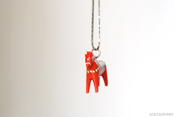 aliciasivert, alicia sivert, alicia sivertsson, återbruk, remake, dalahäst, dala horse, necklace, halsband, dalahästalsband, diy, do it yourself, makeri, alster, skapa