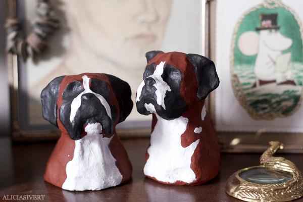 aliciasivert, alicia sivertsson, lera, lergods, clay, ceramic, keramik, boxer, hund, staty, statyett, statue, dog