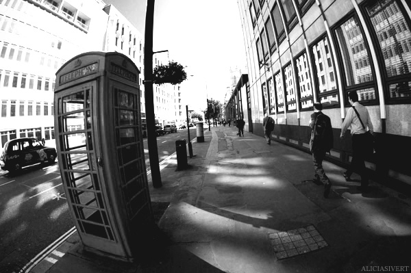aliciasivert, Alicia Sivertsson, London, svartvitt, black and white, telephone booth