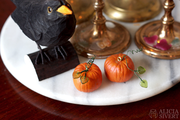DIY air drying clay miniature pumpkins for Halloween, tutorial by Alicia Sivertsson, 2015. Alicia Sivert, aliciasivert, skapa, skapande, lufttorkande lera, das pronto, kreativitet, pumpa, pumpor, hanging pumpkin, do it yourself, decoration, creativity, create, how to