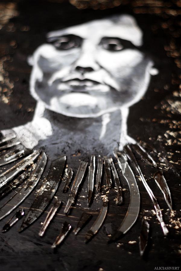 aliciasivert, alicia sivert, alicia sivertsson, målning, akryl, acrylic paint, acrylics, portrait, porträtt, woman, colours, painting, black and white, svartvit, kvinna, ansikte, ögon, närbild, detalj, återbruk, remake, spånskiva, glas, glaskross, glassplitter, glass