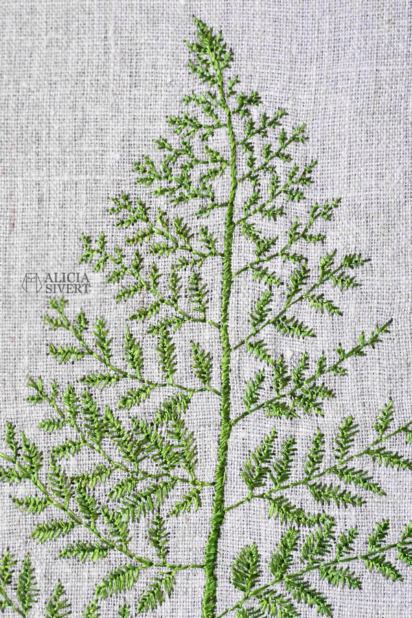 aliciasivert alicia sivertsson alicia sivert ormbunke ormbunksblad blad fern leaf broderi embroidery needlework hoop art textile art textilkonst konst textil textilt konstsömnad skapa, skapande, kreativitet, creativity, create nature natur