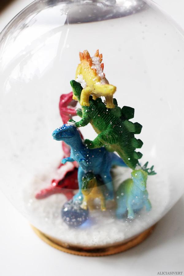 aliciasivert, alicia sivertsson, diy, remake, upcycle, återbruk, julklapp, do it yourself, snow globe, snowglobe, winter, christmas, holidays, snökula, snöglob, snölandskap, gör det själv, dinosaur, dinosaurie, dinosaurier