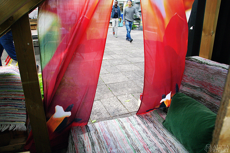refo hötorgsterrassen stockholm stockholms kulturfestival återbruk redesign remake diy skapa skapande kreativitet present presenter miljösmart hållbart hållbara miljösmarta eko smycken hantverk handkraft miljö integration lokalt handgjort handgjord unik unika återbrukade produkter