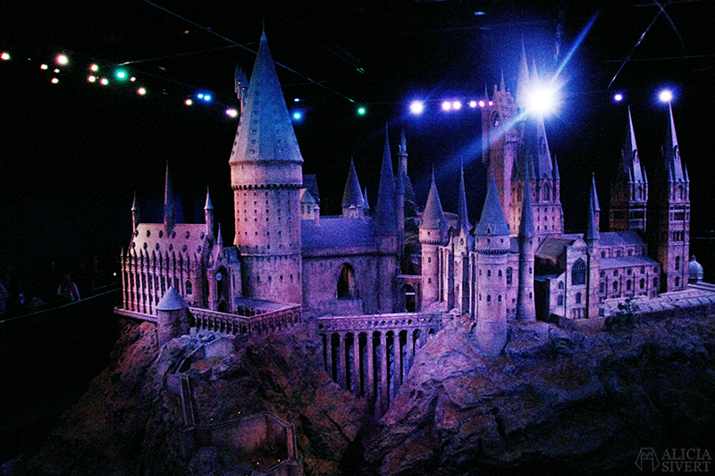 aliciasivert alicia sivert sivertsson harry potter hogwarts leavesden warner bros studios studio tour the making of harry potter model