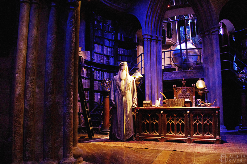 aliciasivert alicia sivert sivertsson harry potter hogwarts leavesden london england warner brothers studio tour the making of gryffindor slytherin hufflepuff ravenclaw film films movie movies headmaster's office headmaster albus dumbledore
