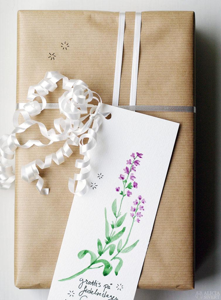 aliciasivert alicia sivert sivertsson presentinslagning inslagning present beställning beställa handgjord handgjort grattis grattiskort lavendel paket paketinslagning