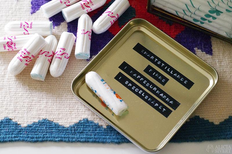 mens internationella mensdagen stigma tabu menstruera förvaring tampong tamponger binda bindor förvara snyggt dymo burk burkar synligt mensstation