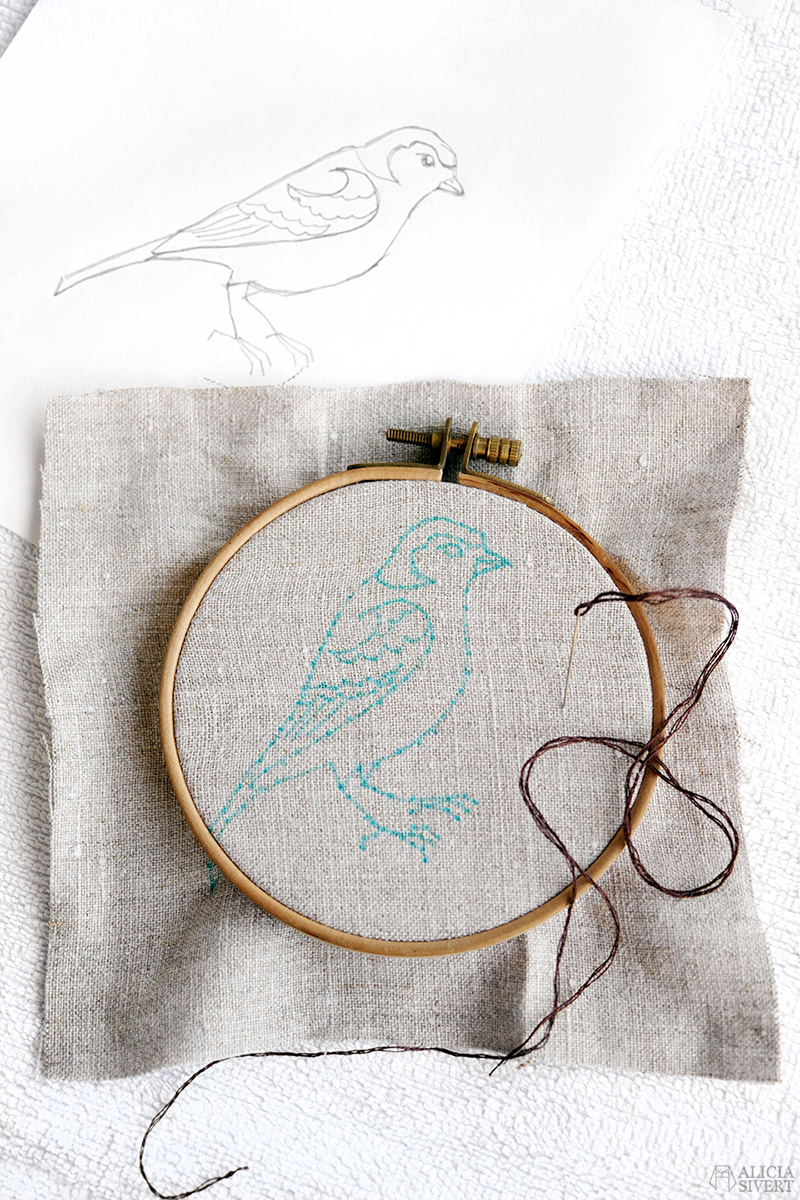 aliciasivert.se alicia sivert aliciasivert alicia sivertsson överför teckning till tyg broderi skiss broderiskiss diy beskrivning how to tutorial fågel bofink rita på tyg brodera embroidery how to do it yourself transfer drawing to fabric sketch insruktioner instructions