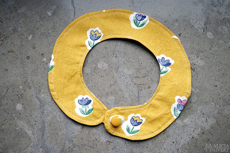 aliciasivert.se alicia sivert aliciasivert sivertsson sy sytt sydd sömnad gul gult små blommor återbruk begagnat tyg skapa själv diy sybingo18 sybingo sypeppen kattkrage katten Tofslan krage till katt