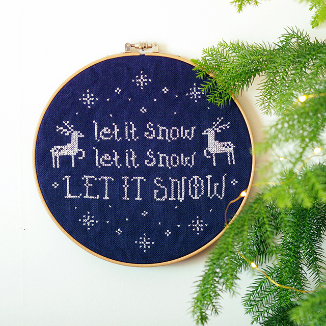 Let it snow, gratis korsstygnsmönster av Alicia Sivertsson - aliciasivert.se / broderi brodera korsstygn mönster jul hantverk diy mönster