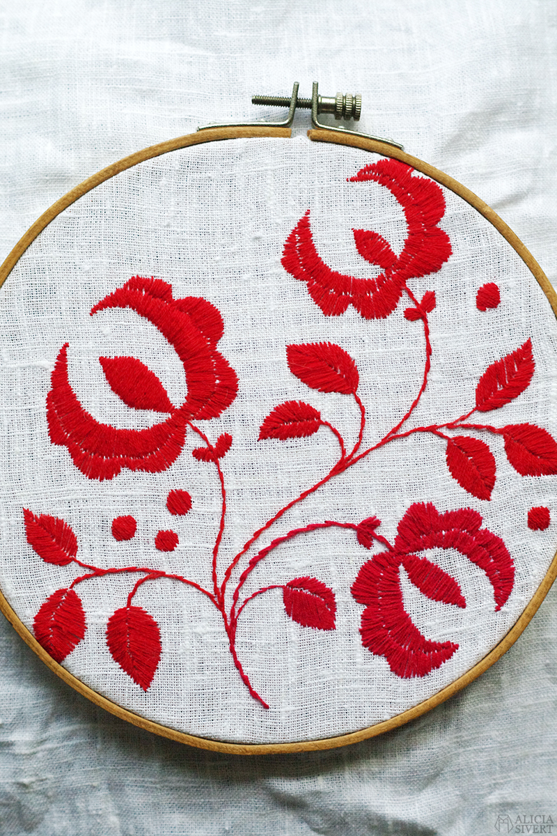 Delsbosöm, broderi av Alicia Sivertsson. Embroidery by Alicia Sivertsson.