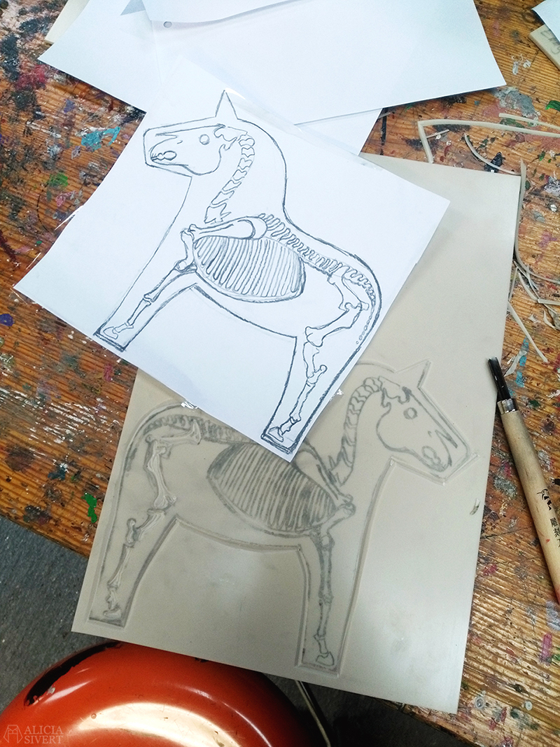 februari förra året - www.aliciasivert.se // linoleumtryck dödens dalahäst