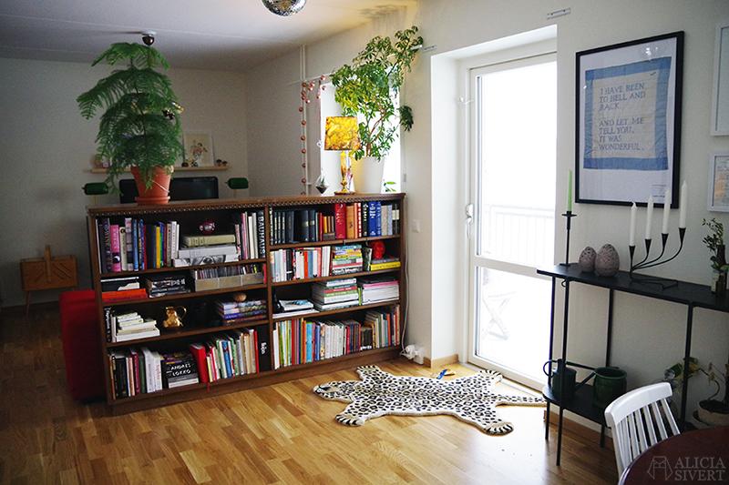 Rensa ut hemma - bokhylla. Foto av Alicia Sivertsson - www.aliciasivert.se