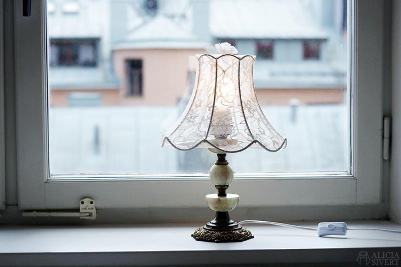 Återbruka kläder - www.aliciasivert.se // återbruk sy om gör om skapa nytt diy sy lampskärm av spetsstrumpbyxa strumpbyxa klä om lampa
