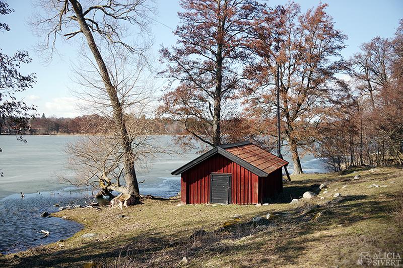 Rönninge by i Täby, foto av Alicia Sivertsson - www.aliciasivert.se // stuga