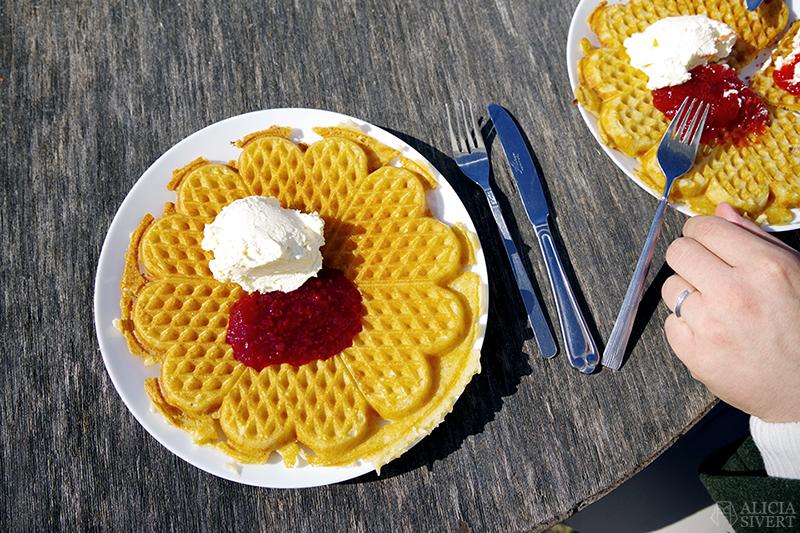 Rönninge by i Täby, foto av Alicia Sivertsson - www.aliciasivert.se // fik fika café våfflor