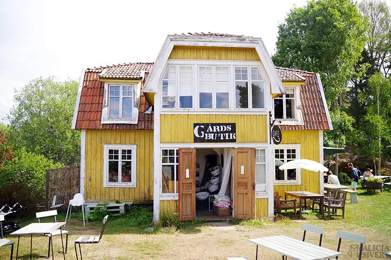 Nora gård på Värmdö - www.aliciasivert.se // värmdötips gårdsbutik loppis café fik fika natur idyll skärgården skärgård att göra i på utflykt utflytksmål besöka besök