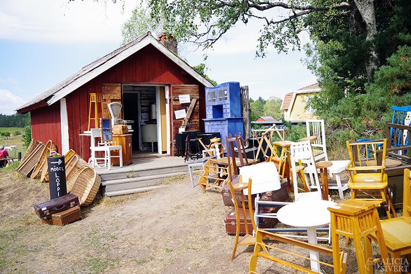 Nora gård på Värmdö - www.aliciasivert.se // värmdötips gårdsbutik loppis café fik fika natur idyll skärgården skärgård att göra i på utflykt utflytksmål besöka besök möbler inredning second hand