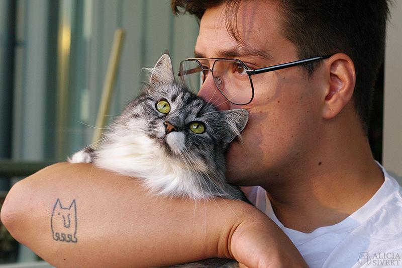 Andreas och katten Vifslan - www.aliciasivert.se