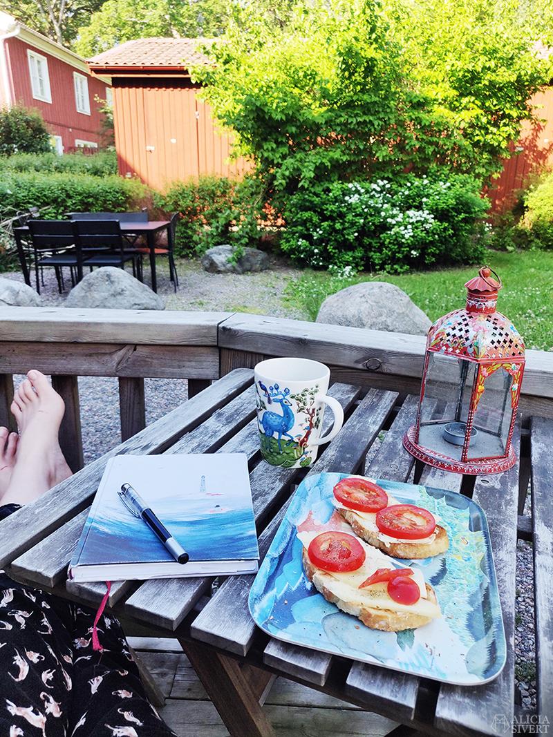 Frukost och sommarplaner, foto av Alicia Sivertsson - www.aliciasivert.se