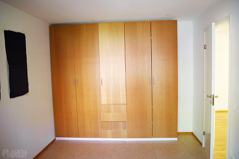 Nya lägenheten - www.aliciasivert.se // sovrum takhöga garderober