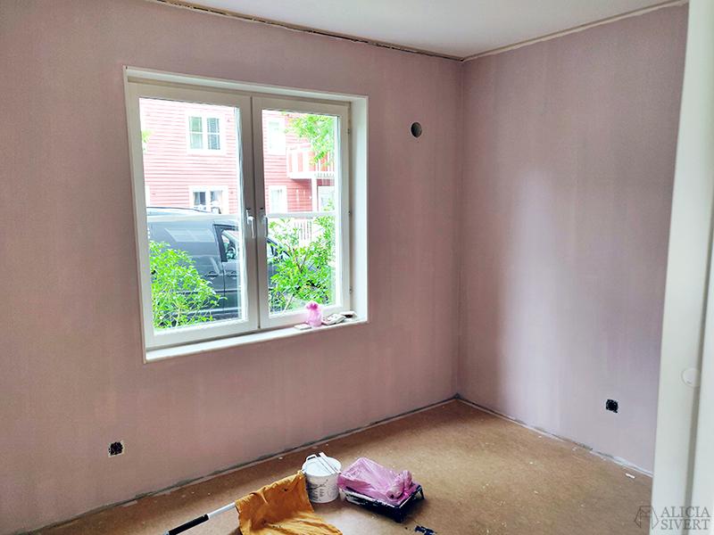 Renovering: Måla ateljé rosa - www.aliciasivert.se