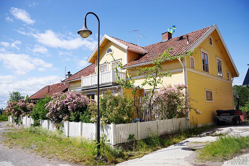 Gult hus, en sommardag på Sandön - www.aliciasivert.se