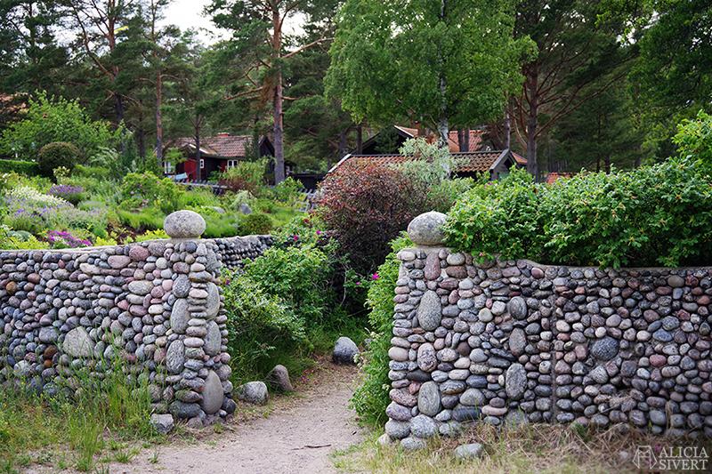 Stenmur, en sommardag på Sandön - www.aliciasivert.se