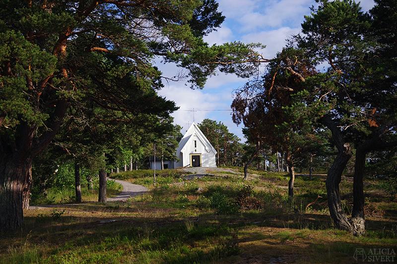 Sandhamns kapell, en sommardag på Sandön - www.aliciasivert.se
