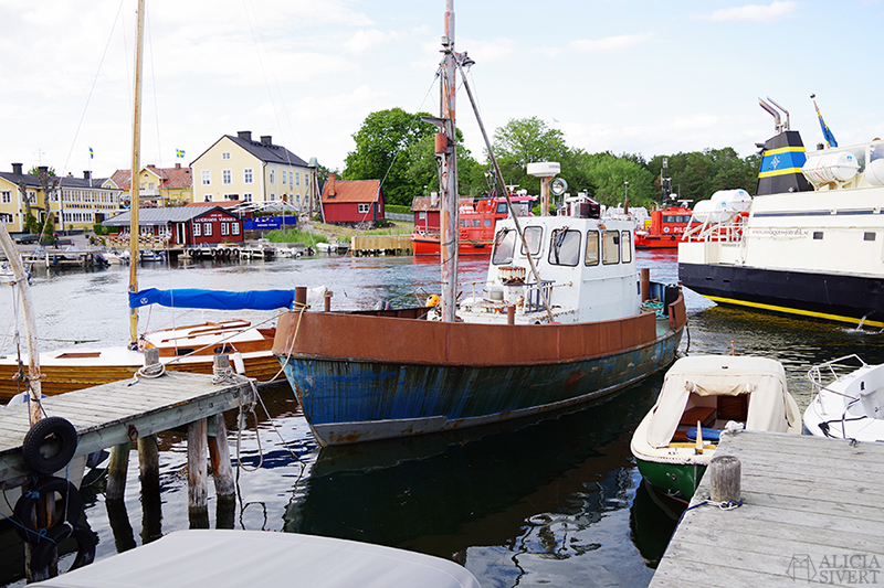 Båt i Sandhamn, en sommardag på Sandön - www.aliciasivert.se