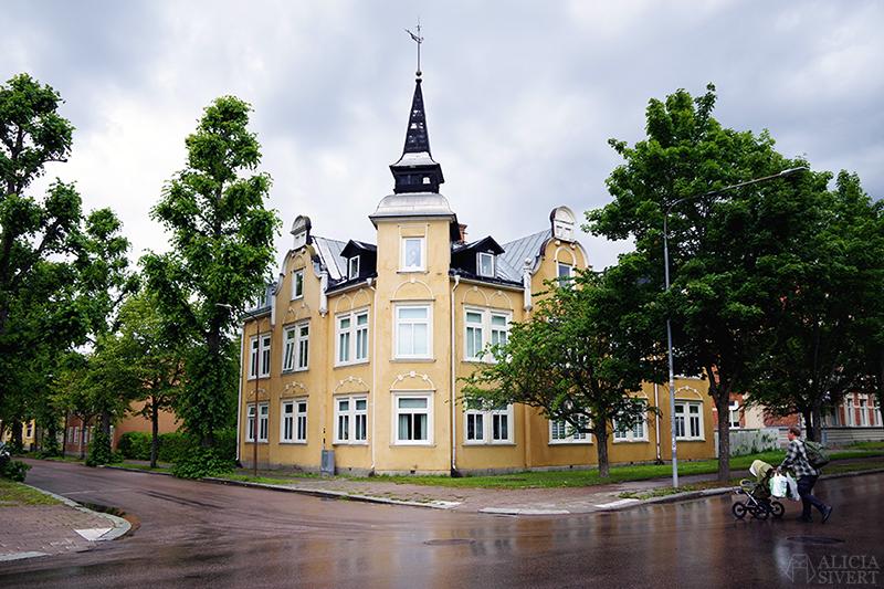 Gult hus i Sala - www.aliciasivert.se