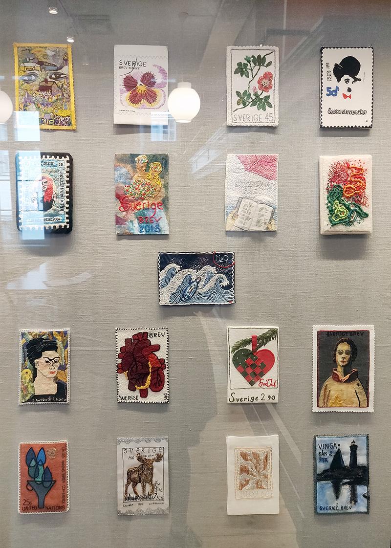 Broderade frimäken på Postmuseum 2018 - www.aliciasivert.se